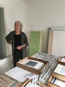 Esther Roth in ihrem Atelier